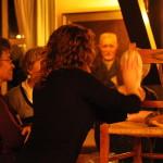 brigitte taal geeft les in meubels onderhouden