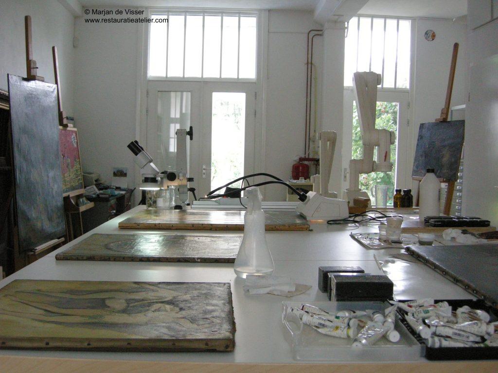 Schilderij Restauratie en Conservering in het atelier